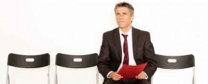 Bezrobotny mężczyzna szukający pracy