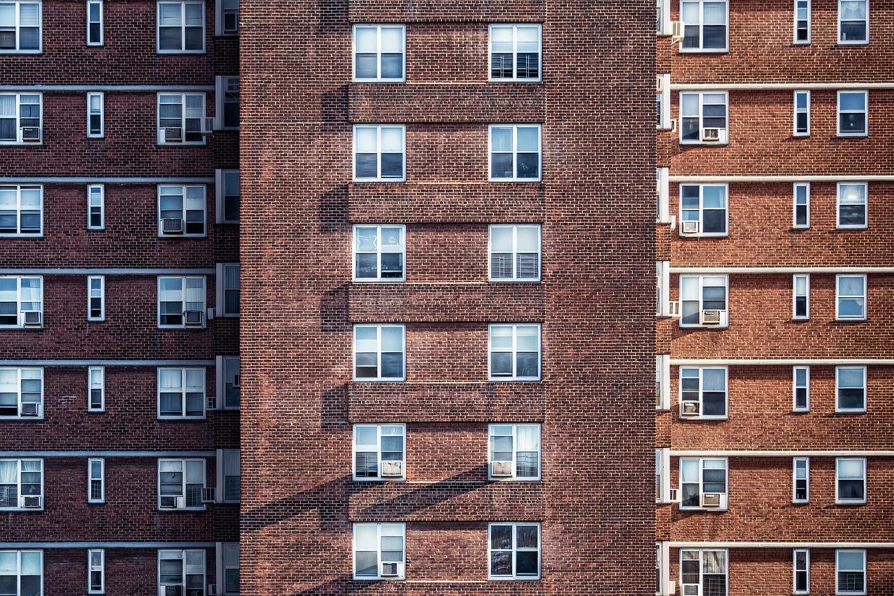 Budynki mieszkalne z czerwonej cegły